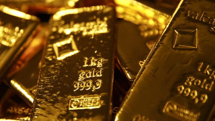 Gold rallies to over 7-year peak as virus sparks recession fears